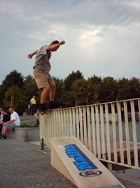 frontside_boardslide